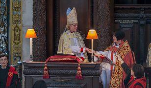Mullally przyjęła święcenia kapłańskie w 2006 roku