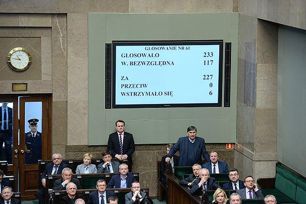 """PO składa zawiadomienie do prokuratury ws. głosowania """"na dwie ręce"""" w klubie Kukiz'15"""