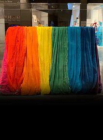 PIERWSZA flaga Dumy LGBT+ powróciła do domu po 43 LATACH