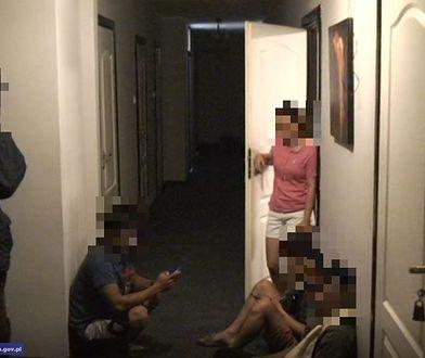 Mężczyznom za handel ludźmi grozi do 15 lat więzienia