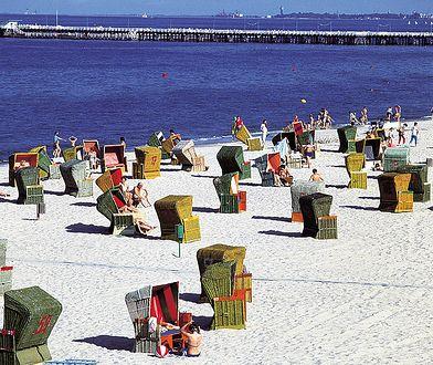W PRL-owskim Sopocie pełni plażowego obrazka dopełniały wiklinowego kosze, rozstawione na plażach przed Kasino Hotelem i Łazienkami Południowymi