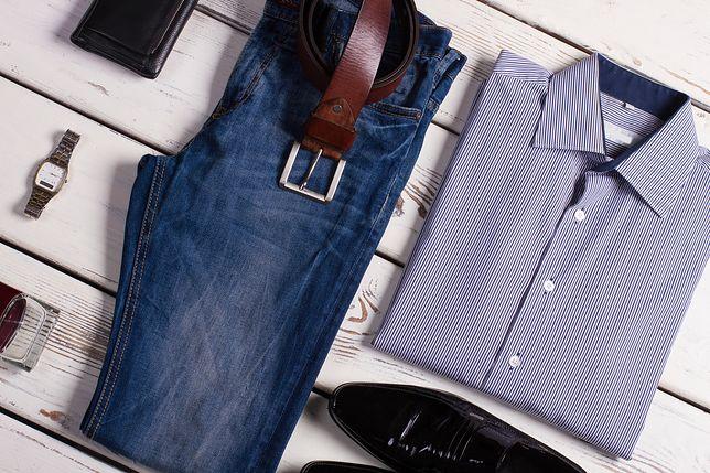 Koszula w delikatny deseń pasuje do garnituru, a po godzinach włożysz ją też do jeansów