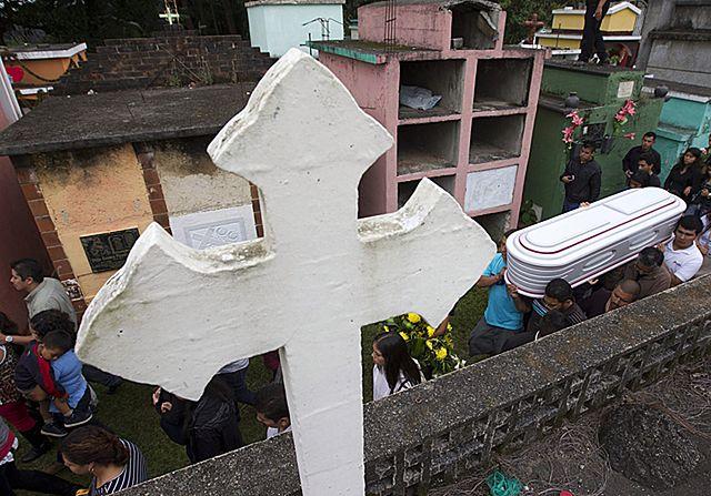 Gwatemala w żałobie. Zwały błota pogrzebały 131 osób