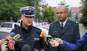 Nowy dyrektor CANARD-u Marek Konkolewski (po lewej) i p.o. główny inspektor transportu drogowego Alvin Gajadhur (po prawej)