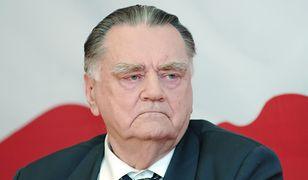 Jan Olszewski jest Kawalerem Orderu Orła Białego