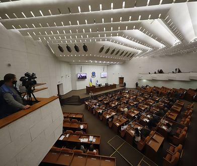 Ukraina. Rada miejska Dniepru zwolniła 655 osób w 9 minut