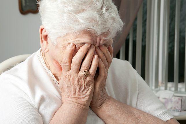 """Samotność przez wielkie """"S"""". Seniorzy dzwonią do niej, żeby móc się wyżalić"""