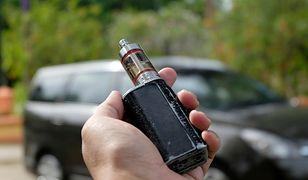 hand holding e-cigarette over blur background
