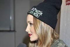 Marina Łuczenko w sterczącej czapce