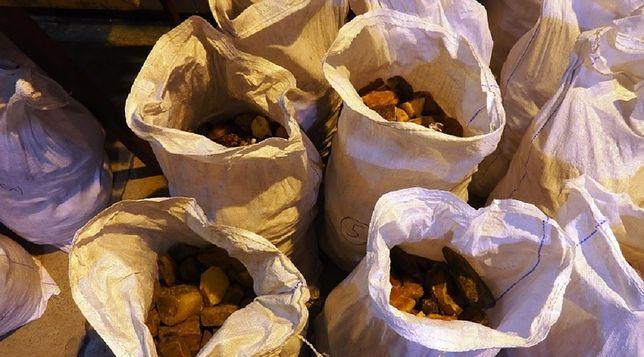 Ukrainiec próbował wwieźć do Polski 400 kg bursztynu. Jantar wyceniono na 8 mln zł