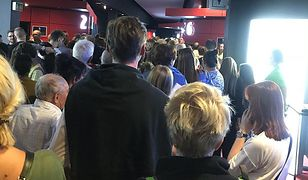 Kolejki w kinach, protesty przed kinami