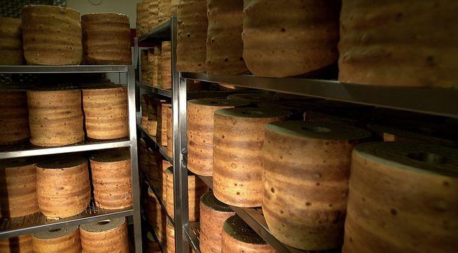 Sękacz Królewski. Wytwarzany jest zgodnie z oryginalną recepturą oraz tradycyjną metodą wypiekania