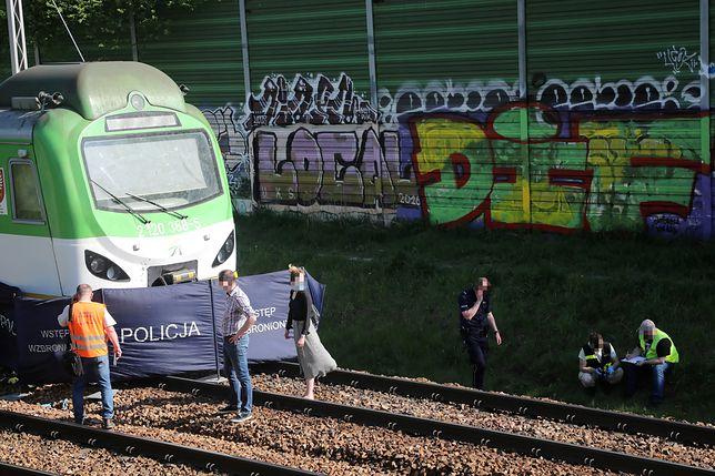 Warszawa. Miejsce śmiertelnego wypadku w okolicy stacji kolejowej PKP Rakowiec