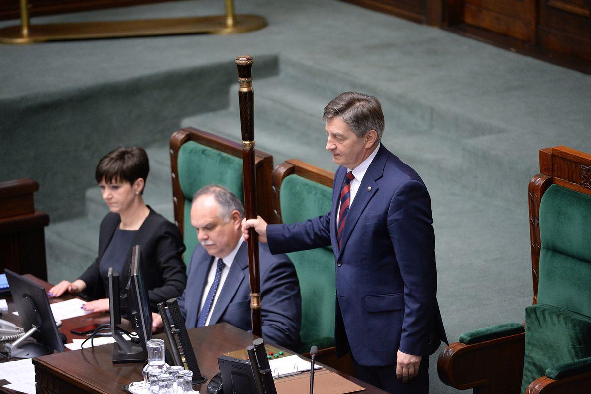 PiS obawia się protestów? Marszałek ogranicza wstęp do budynków Sejmu