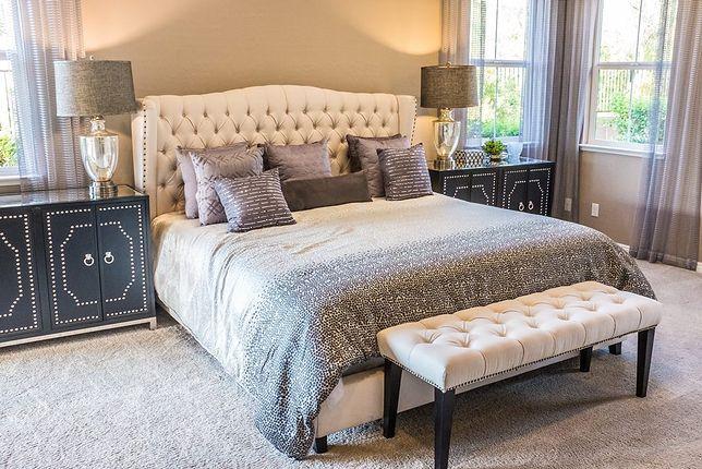 Modne łóżka do sypialni w stylu prowansalskim