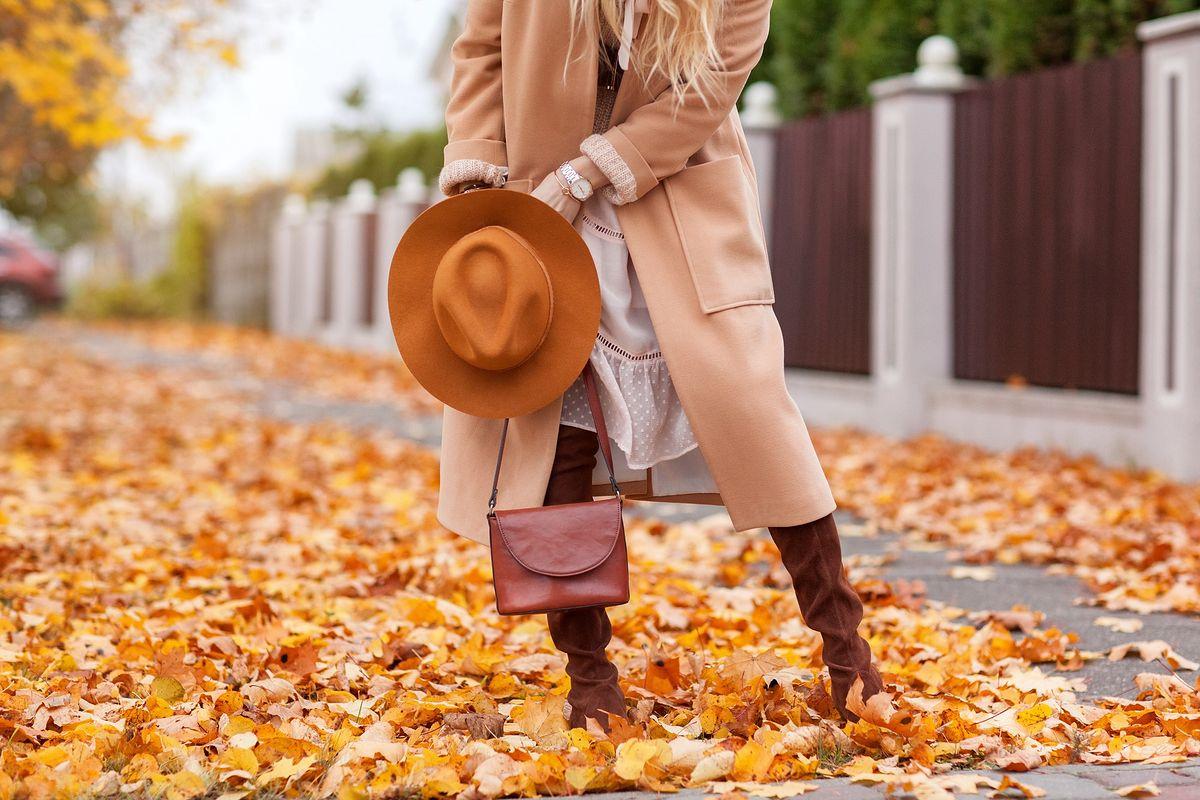 Płaszcz jest niezbędnikiem jesiennej garderoby