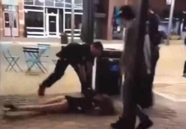 Policjant rozprawił się z pijaną 22-latką. Internauci są oburzeni