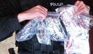Przesyłki z dopalaczami przejmowano u klientów sklepów internetowych