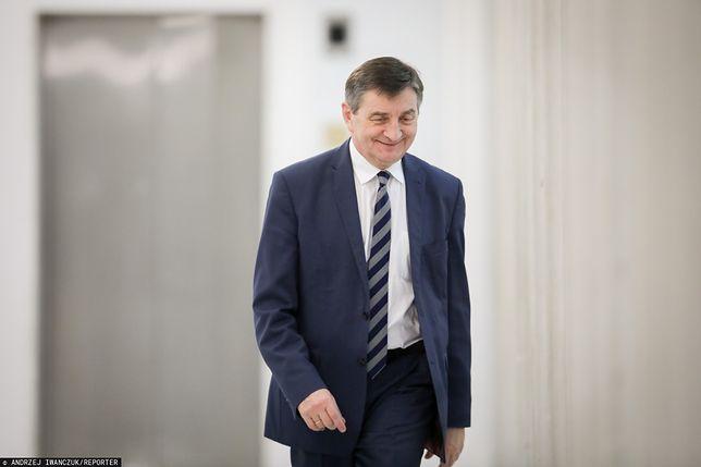 Kuriozalne wydatki Sejmu za czasów Kuchcińskiego. Fortuna poszła na salon piękności