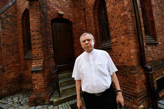 Ksiądz Aleksander Ziejewski, proboszcz szczecińskiego kościoła
