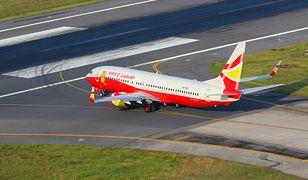 """Chiny: samolot unieruchomiony przez pasażera. Rzucił do silnika monety """"na szczęście"""""""
