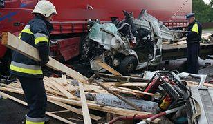 Świętokrzyskie: 20 poszkodowanych w zderzeniu ciężarówki i autobusu