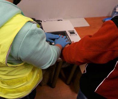 Śląskie. Lublinieccy policjanci zatrzymali dwóch mężczyzn, którzy w Pawonkowie chcieli ukraść dostawczego peugeota.