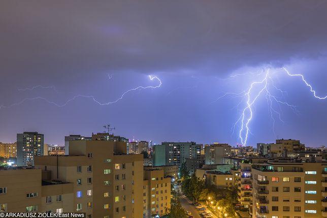 IMGW ostrzega przed burzami z gradem, RCB wysyła SMS-y