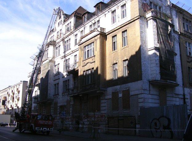 Kamienica przy ul. Matejki w Poznaniu grozi zawaleniem - zamknięto ulicę