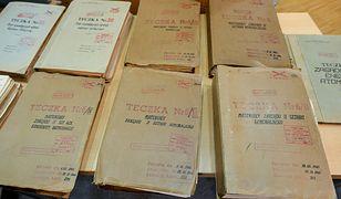 Teczki znalezione w domu gen. Kiszczaka. Podobne akta mogą być ujawnione za zmniejszenie emerytur funkcjonariuszom.