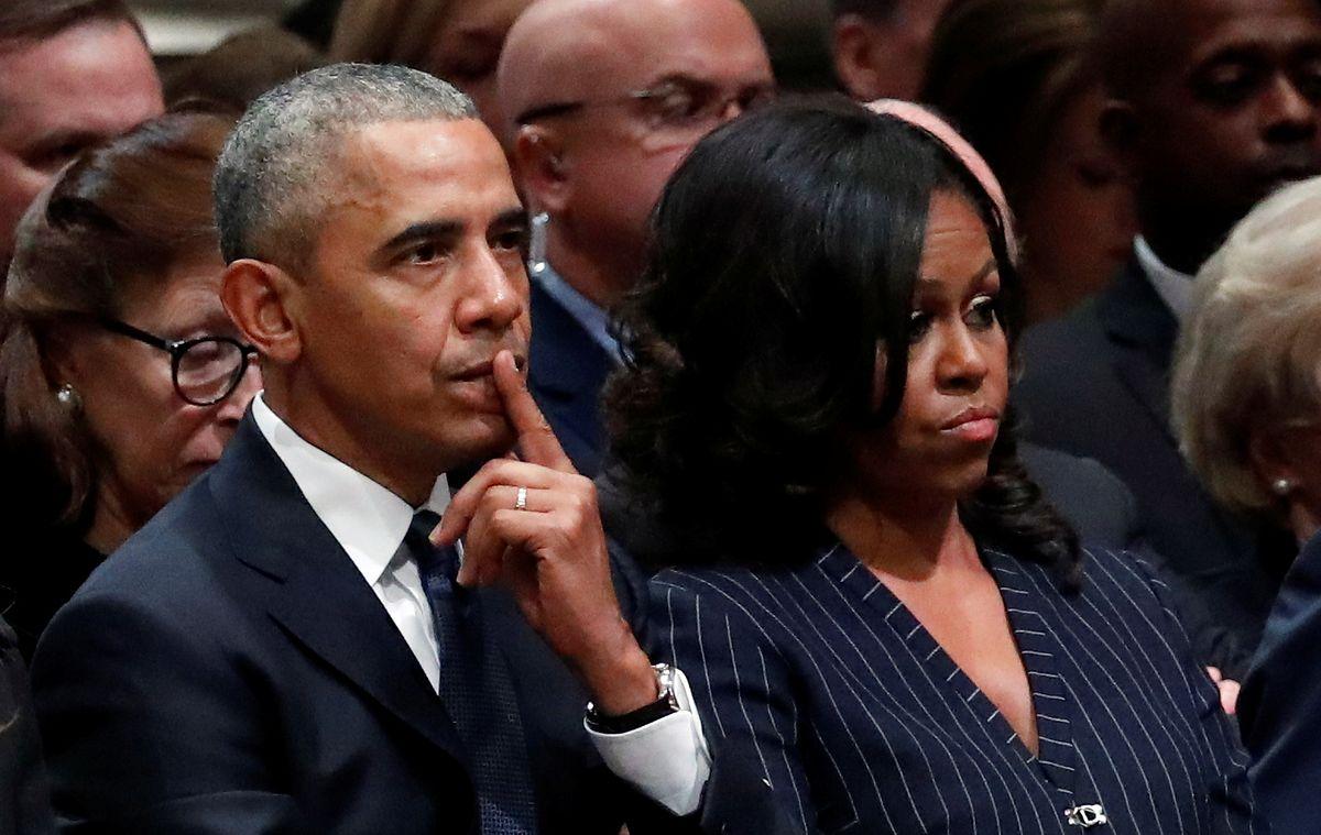 Michelle i Barack Obamowie pod jemiołą. Plotkowano o ich rozwodzie