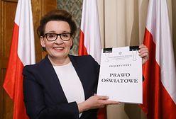 Reforma edukacji. Wydawcy podręczników ostrzegają minister Annę Zalewską