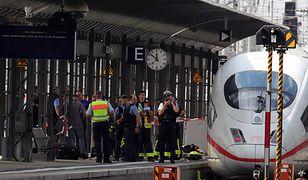 Frankfurt. Wepchnął matkę z dzieckiem pod pociąg. 8-latek nie żyje