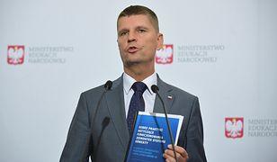 Powrót do szkoły. Dariusz Piontkowski przekazał najnowsze zalecenia. Możliwe wprowadzenie obowiązku noszenia maseczek