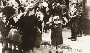 Słynne zdjęcie z 1943 roku. Fotografia dokumentuje zagładę warszawskiego getta