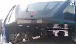 """Futurystyczny """"autobus"""" TEB wyjechał na pierwsze testy w Chinach"""