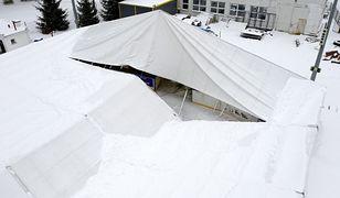 Przemyśl. Zawalił się dach nad lodowiskiem. Wszystko przez intensywne opady