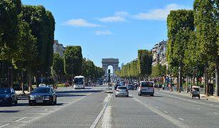 Transfer komunikacją miejską z lotniska Paryż-Orly do centrum miasta zajmuje około godzinę