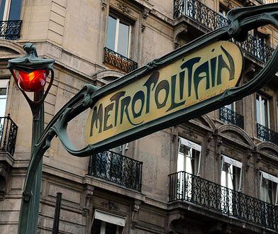 Chcąc dojechać z lotniska Paryż-Orly na lotnisko Beauvais-Tillé, jeden z odcinków trasy można pokonać metrem