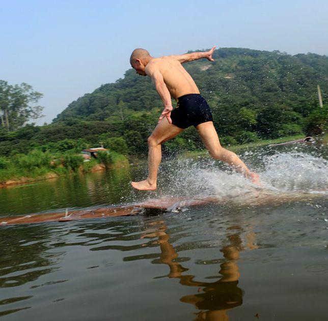 Przebiegł 125 metrów po wodzie