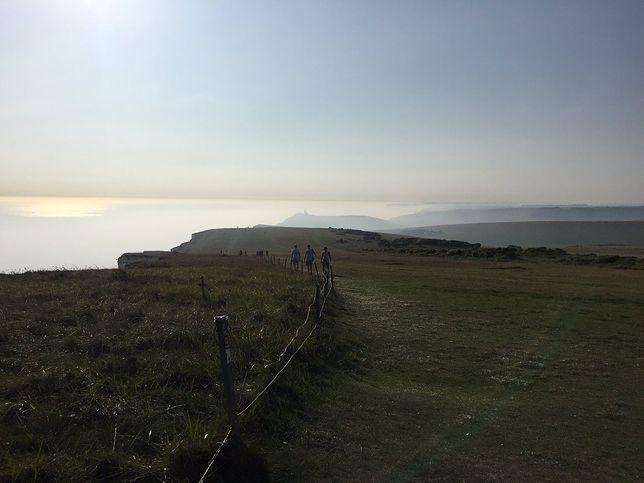 Tajemnicza mgła przy plaży w Anglii