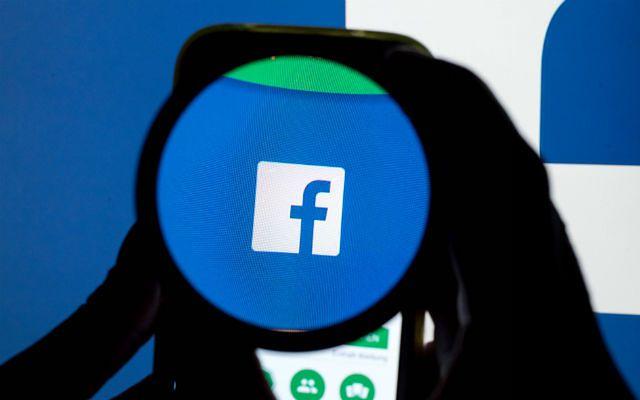 """Facebook wypowiada wojnę """"fake news"""""""
