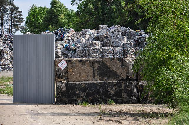 Mieszkańcy Sarbii w Wielkopolsce walczą z nielegalnym składowiskiem śmieci. Boją się zatrucia wody i chorób.