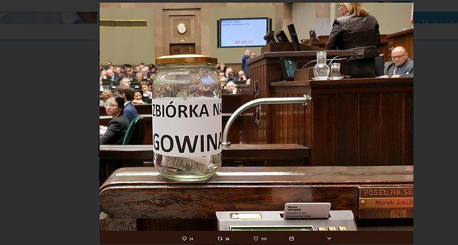 Posłowie opozycji urządzili zbiórkę dla Jarosława Gowina