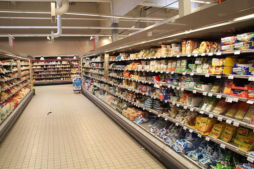 """Carrefour wprowadza """"ciche godziny"""". Zakupy bez muzyki i z przygaszonym światłem"""