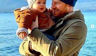 Szczęśliwy tata książę Harry