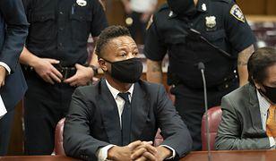 Cuba Gooding Jr. po wyjściu z sądu pokazał napis na maseczce