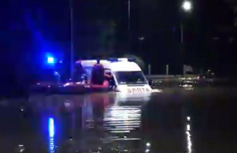 Dramat na Podkarpaciu. Woda porwała wóz strażacki z 5-osobową rodziną