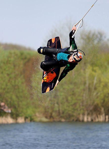 Zaszalej na desce wakeboardingowej