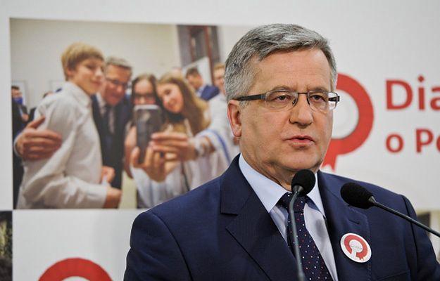 Prezydent Bronisław Komorowski podczas konferencji prasowej w biurze sztabu wyborczego w Warszawie